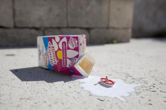 Slinkachu:Spilt Milk