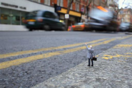 Slinkachu:Taxi!